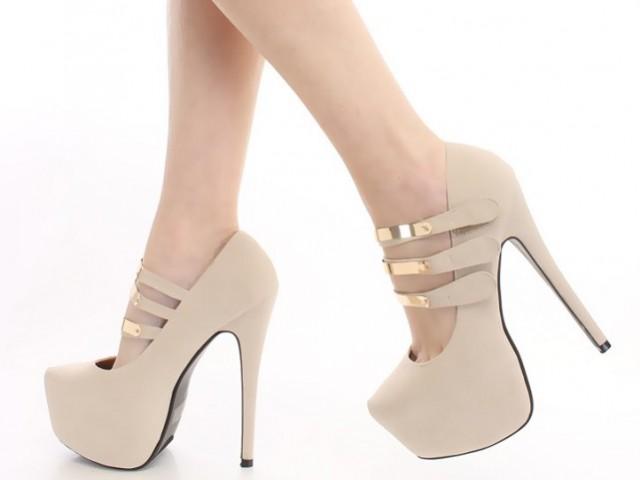 Телесен цвят обувки, дрехи, грим