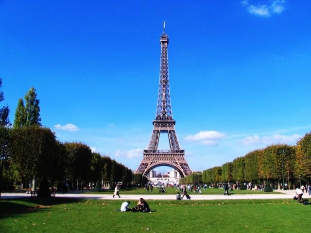 Екскурзия в до Айфеловата кула в Париж