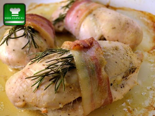 Рецепта за Пилешко филе с розмарин в бекон и картофено пюре