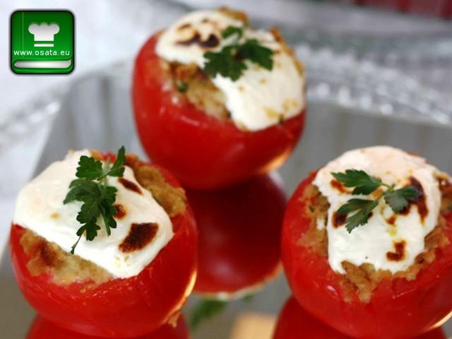 Рецепта за Салата от пълнени домати с козе сирене