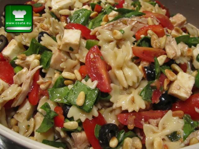 Рецепта за Салата с паста, маслини и моцарела