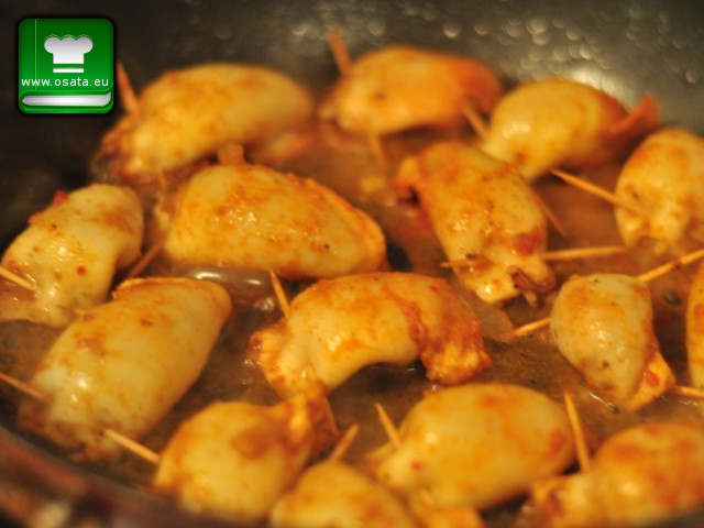 Рецепта за бейби калмари пълнени с ориз и скариди