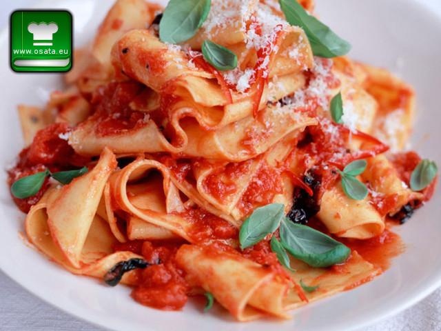 Рецепта за папарделе с пиле и доматен сос