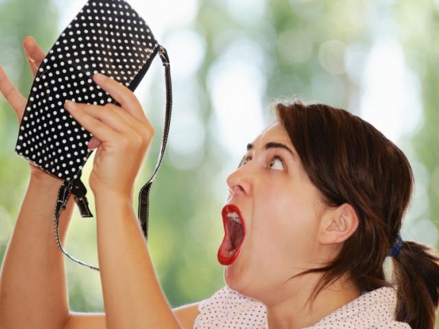 Жената прахосница харчи безотговорно семейния бюджет