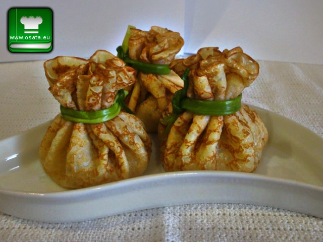 Рецепта за палачинки-торбички с шунка, кашкавал и сметана