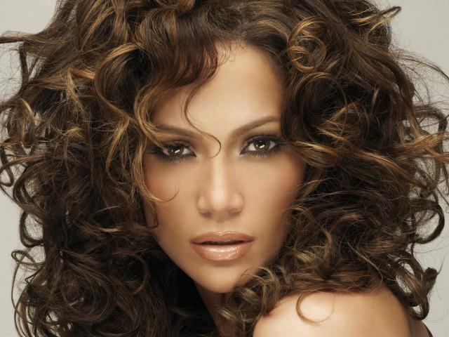 Съвети как да се грижим за къдрава коса