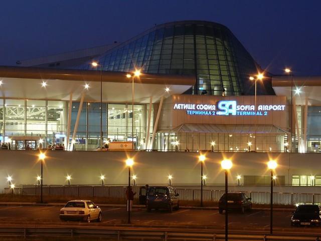 Български емигранти поемат в чужбина от терминал 2