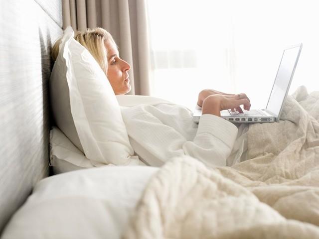 използването на лаптоп в леглото е вредно за здравето