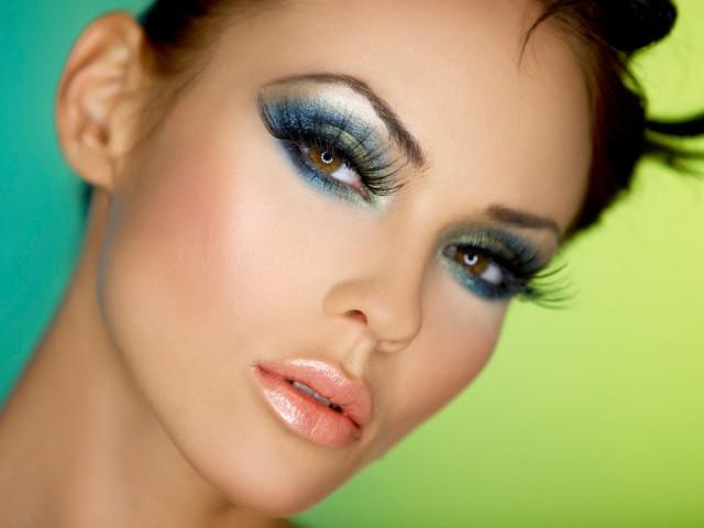 Поставяне на изкуствени мигли и удължаване косъм по косъм