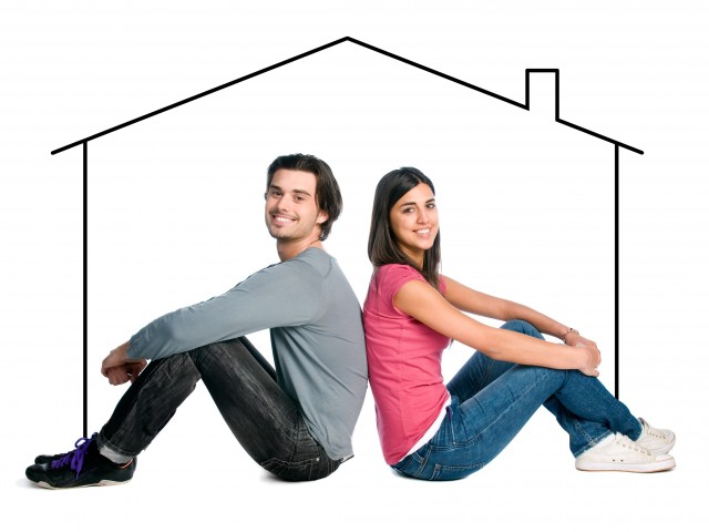 Щастлива двойка, която живее заедно