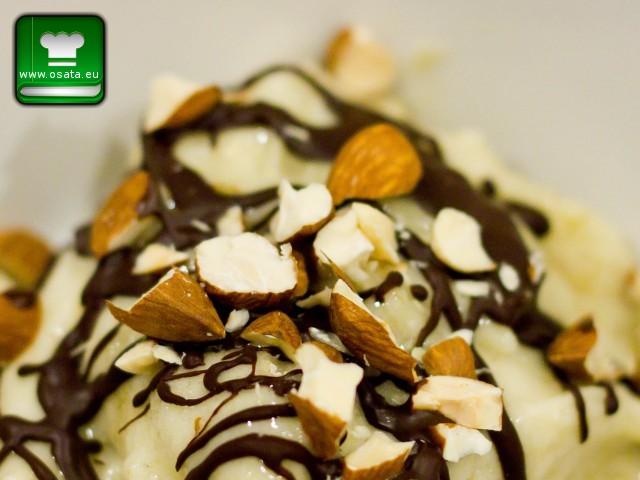 Рецепта за бананов сладолед с бадеми