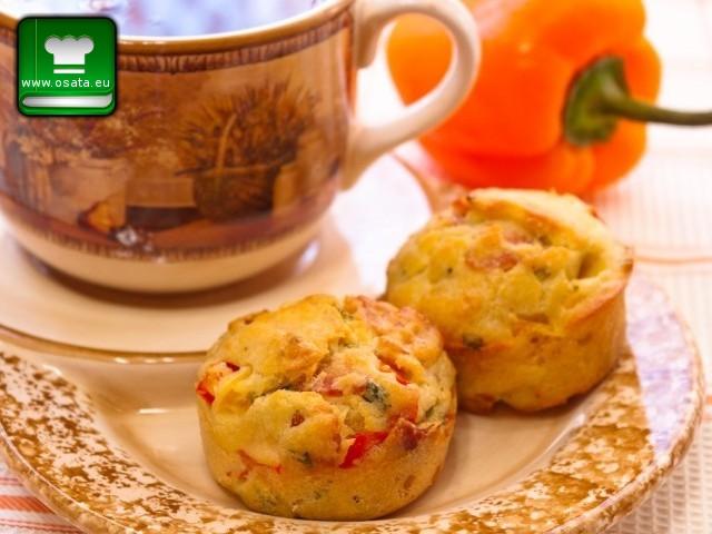 Рецепта за солени мъфини с бекон и чушка