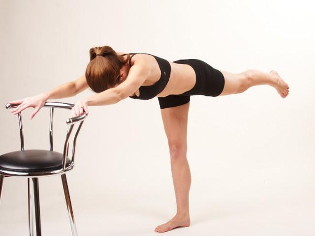 xtend barre упражнения със стол