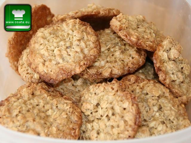 Рецепта как да приготвим домашни бисквити с овесени ядки